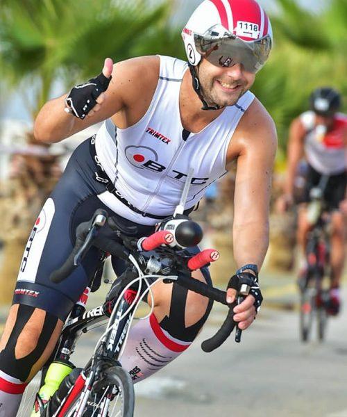 Stian Revheim på sykkel i BTC-drakt